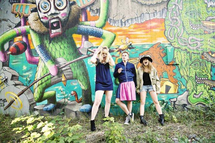 Oktoberfest   Graffiti   Tunnel München Sendling schreiende Mädchen Urheber: Kris Tell